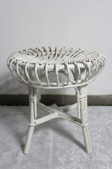 shabby rattan hocker beistelltisch creme wei country landhaus ebay. Black Bedroom Furniture Sets. Home Design Ideas